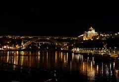 Porto bei Nacht.