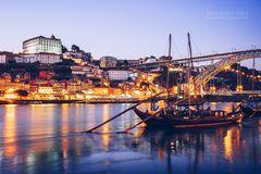 Porto - Skyline zur Blauen Stunde