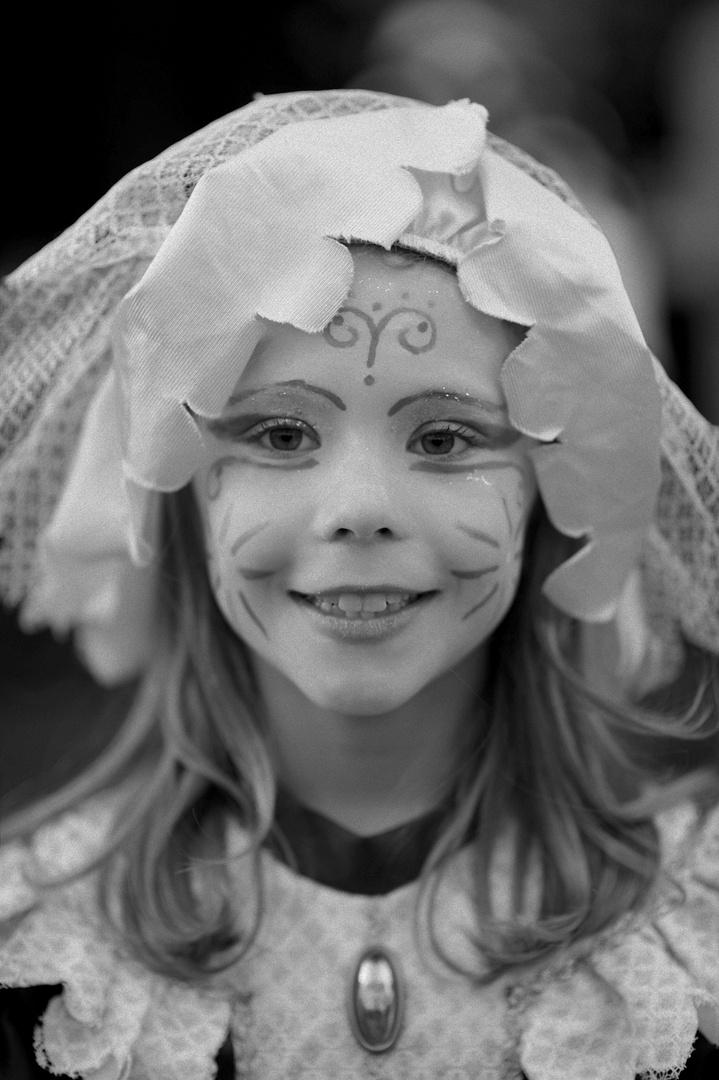 Portrait d'une fillette au carnaval ...