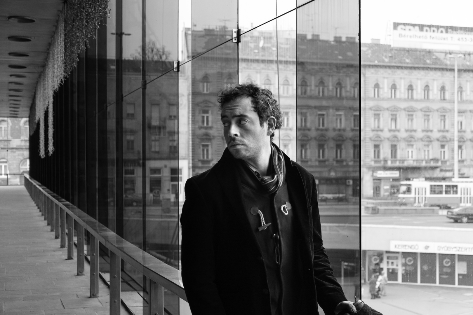 Portrait im Bahnhof