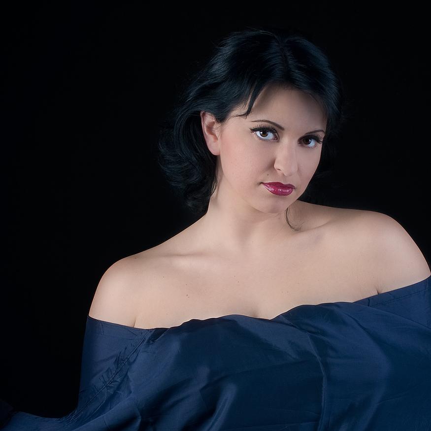 Portrait mit blauem Tuch