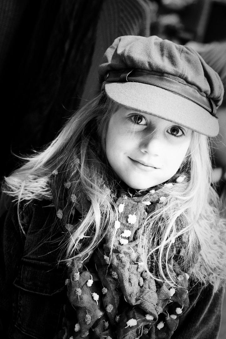Portrait mit schicker Mütze