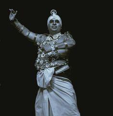 Portrait of traditional dancer Sri Lanka 4