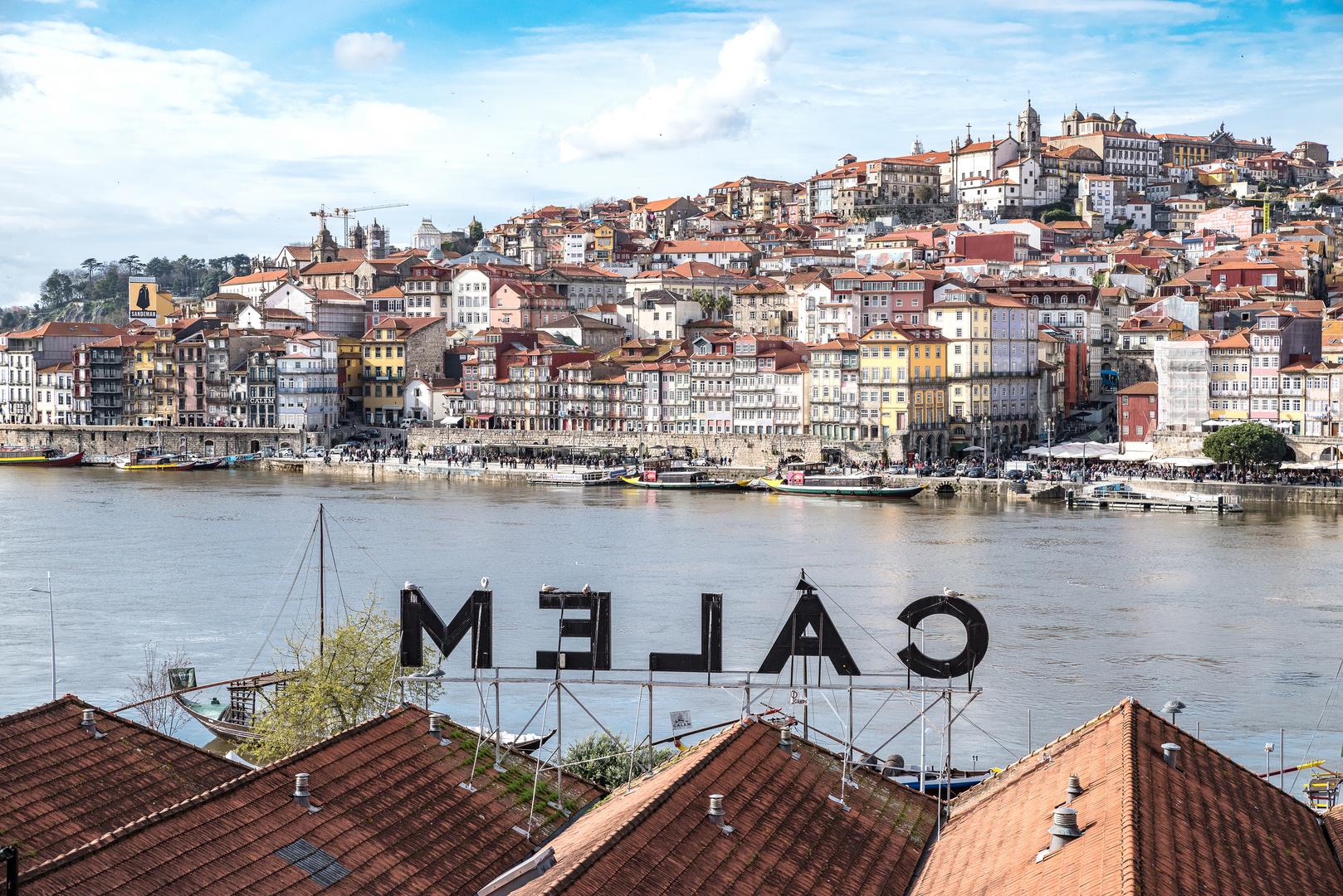 Portugal, Norte, Porto, Blick von Vila Nova de Gaia auf Altstadtviertel Ribeira