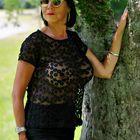 Posing am Baum