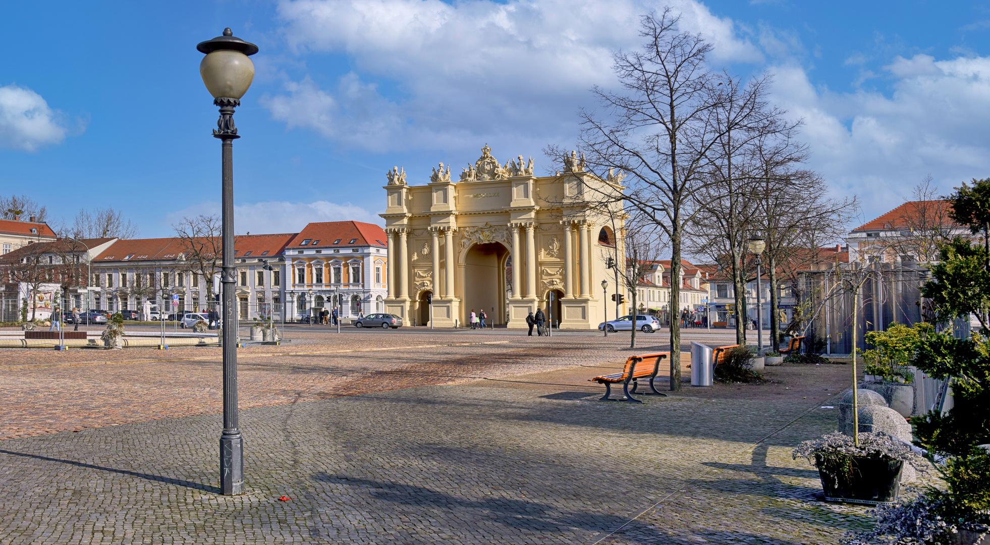 POTSDAM - Brandenburger Tor am Luisenplatz -