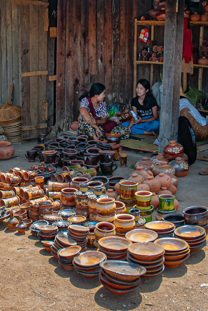 Pottery deals at the Intha market