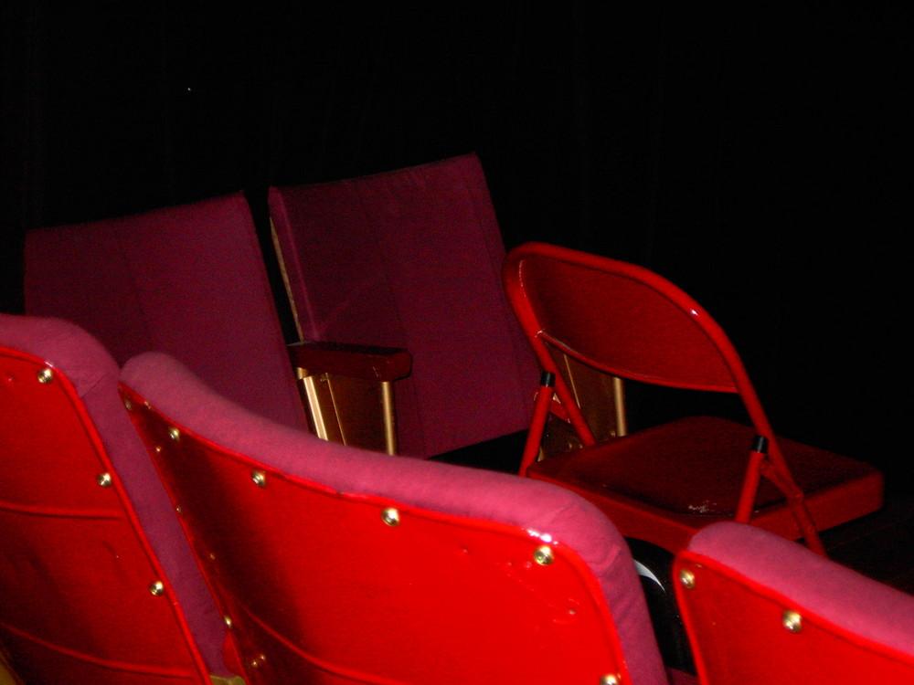 Pour l'heure, le théâtre est fermé 10