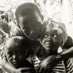 PP 3Kinder Gambia cap_6563_sw