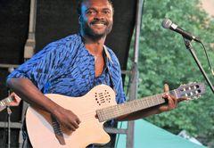 PP afrik Musiker Gitarre Stgt ca_17_0721_col +Fotos afrikafest vRaST