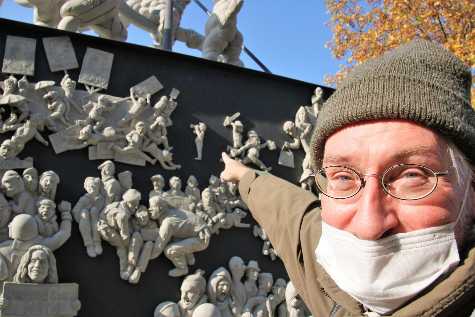 PP Denkmal Fingerzeig ca-20.26.col