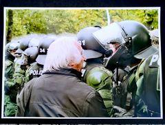 PP Foto+Story  - Mann und Polizist - vom 30 Sept 2010