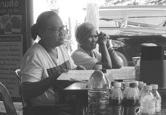 PP Frauen im Strassenrestaurant Thai lum-20-sw