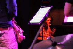 PP Jazz So-35_w10_Sony_RX10m4_Jazz_Frau