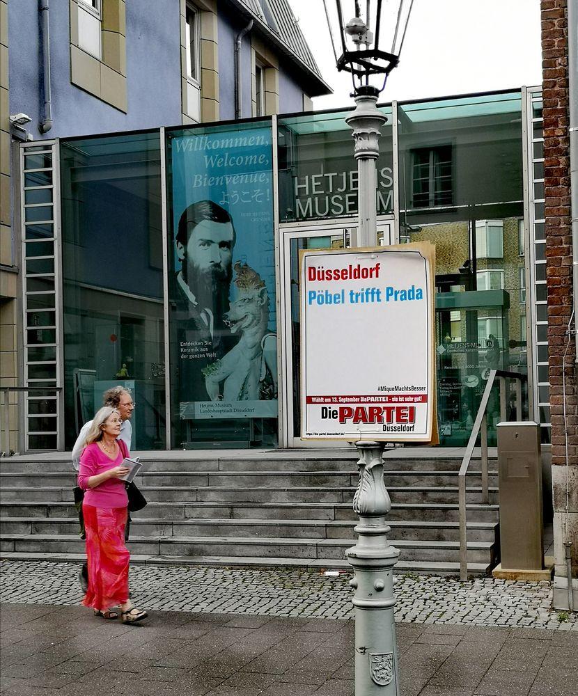 PP Plakat V1 PRADA in Düsseldorf p20-20-color