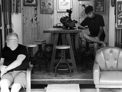 PP street Männer im Café P20-20-swfi