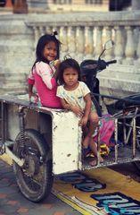 PP street zwei Kinder Thai P20-20-col