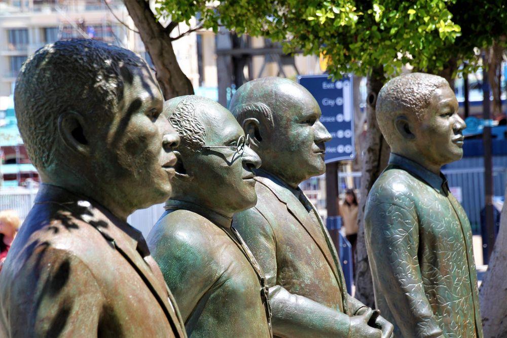 PP VIER  Statuen Kapstadt Ca-21-36-col