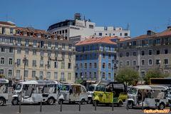 Praça da Figueira mit Tuk Tuks in allen Varianten