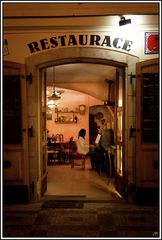 Prag, die Goldene Stadt 16, Ein Prager Restaurant bei Nacht