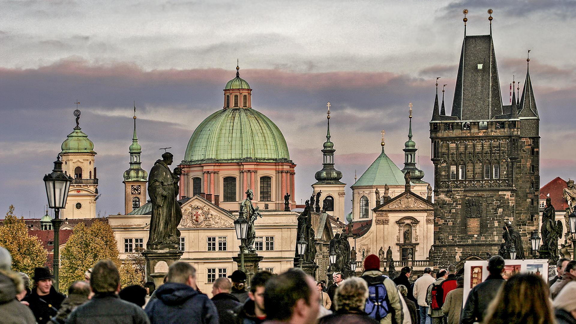 PRAG - High Life auf der KARLSBRÜCKE