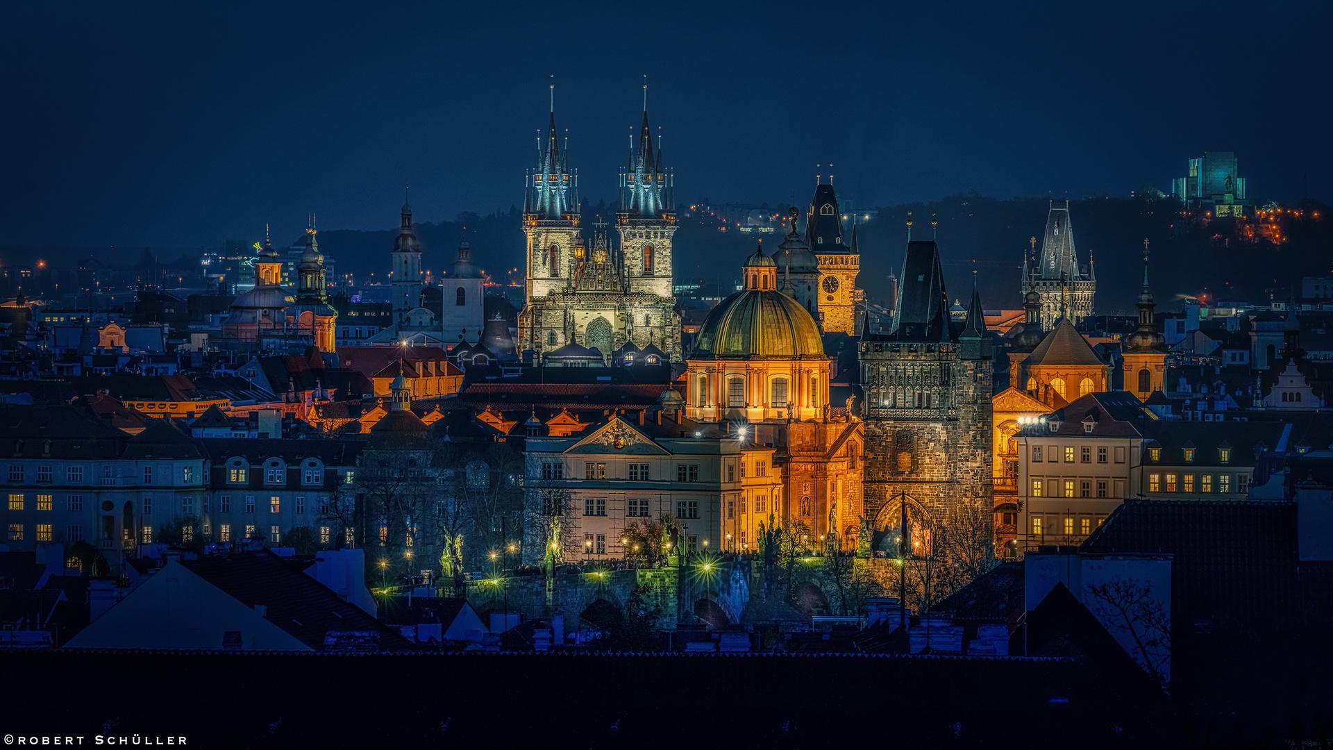 PRAG: Hundert Türme an der Moldau
