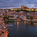 PRAG - Karlsbrücke über die Moldau und Burg