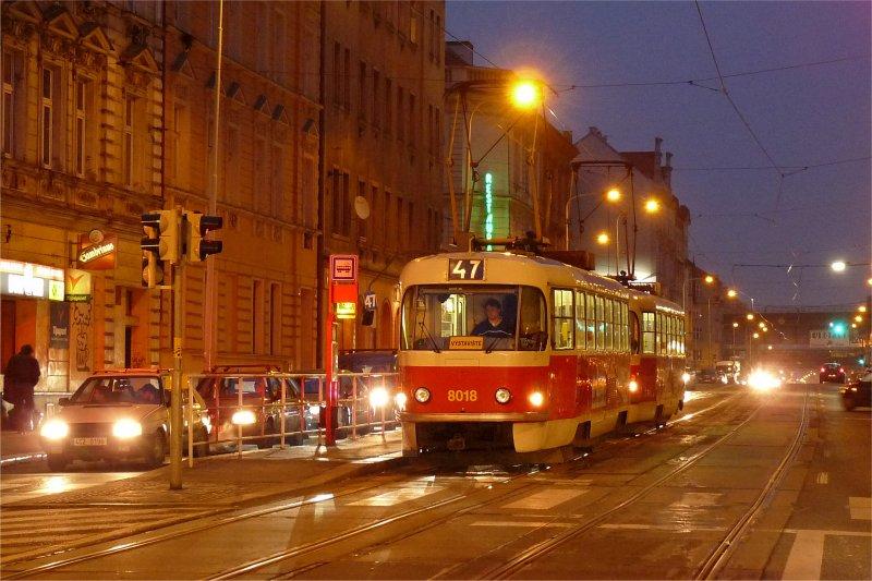 Prag: Messesonderlinie in der blauen Stunde