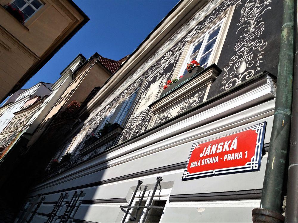 PRAG Praha1 rot  J5-Nov18