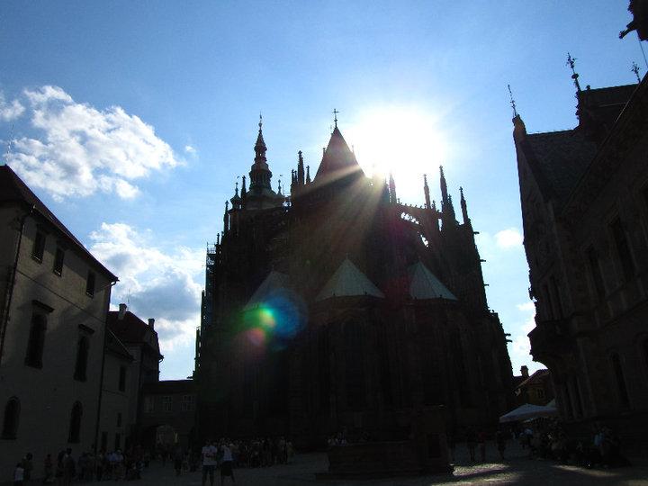 Pražský Hrad & the sun