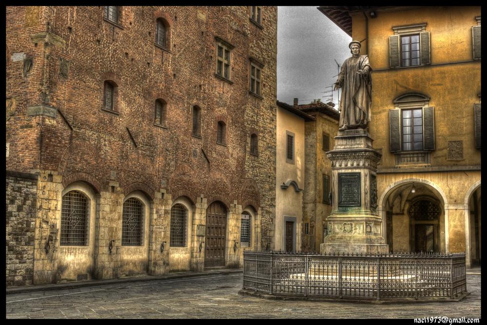 Prato - P.za del Comune e statua Datini