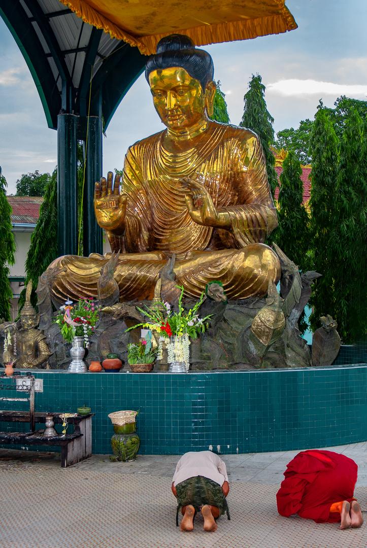 Praying in front of Buddha beside Botataung Pagoda