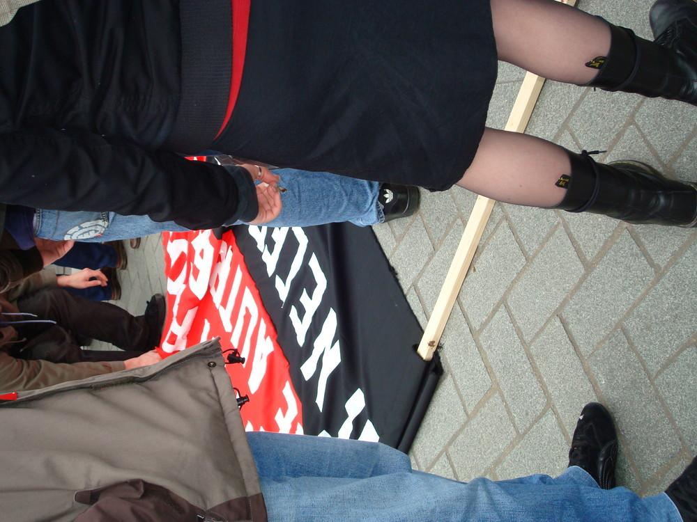 préparatifs de la manifestation contre les OGM de mars 2008 avant le départ