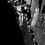 Processione durante la Semana Santa a Granada