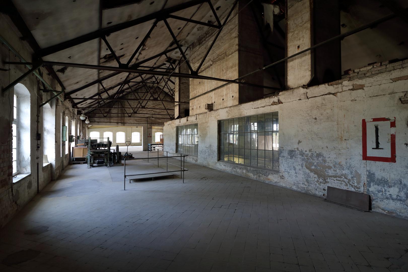 Produktionshalle einer inzwischen verlassenen Papierfabrik