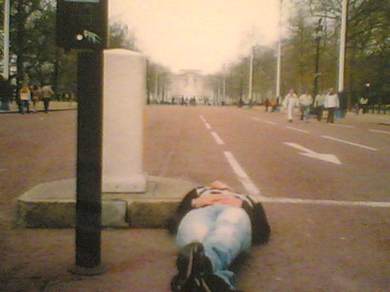 """progetto SDRAIATO"" nel mondo -Londra Buckingam palace 2005-"