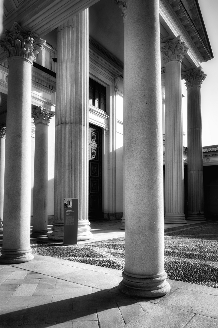 Pronao del Duomo di Novara