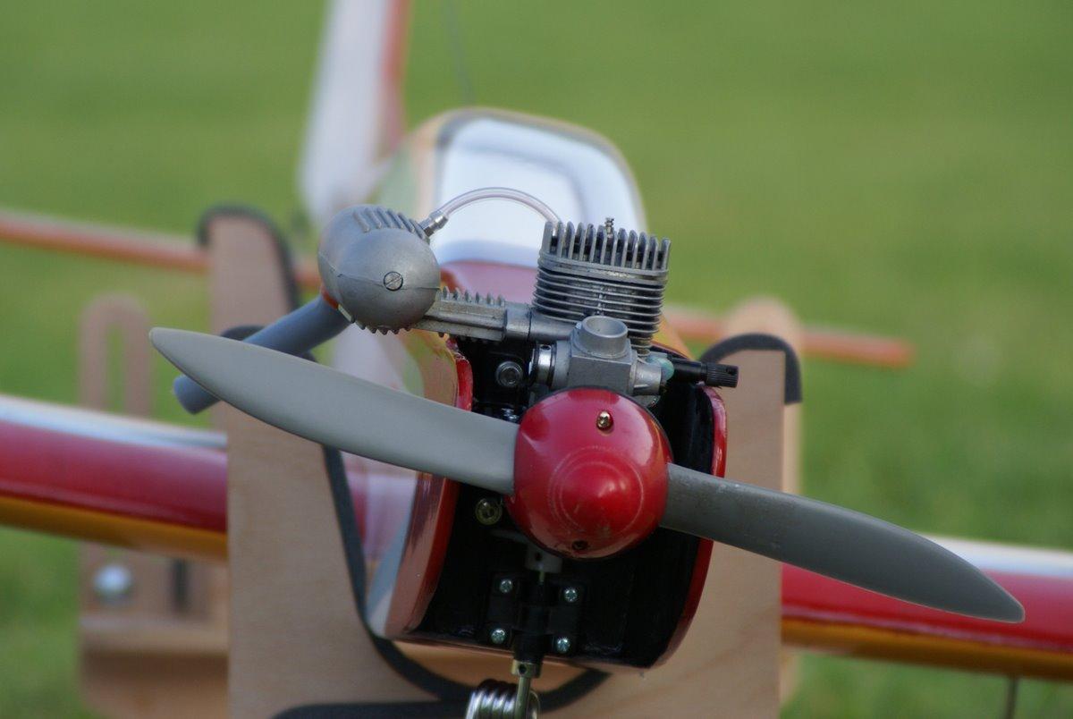Propeller und Motor für ein Modellflugzeug