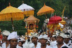 Prozession auf der Götterinsel Bali