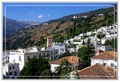 Pueblecito de montaña de casas blancas (Las Alpujarras, Granada)