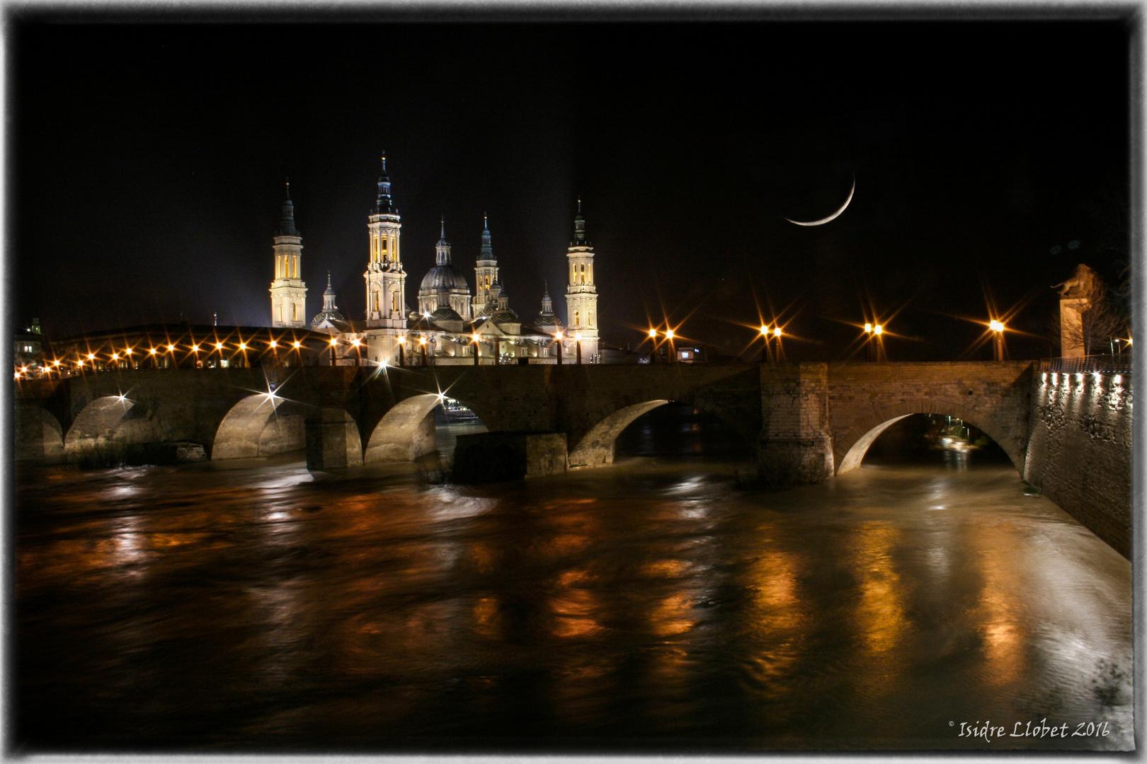 Puente de piedra y la Basilica del Pilar