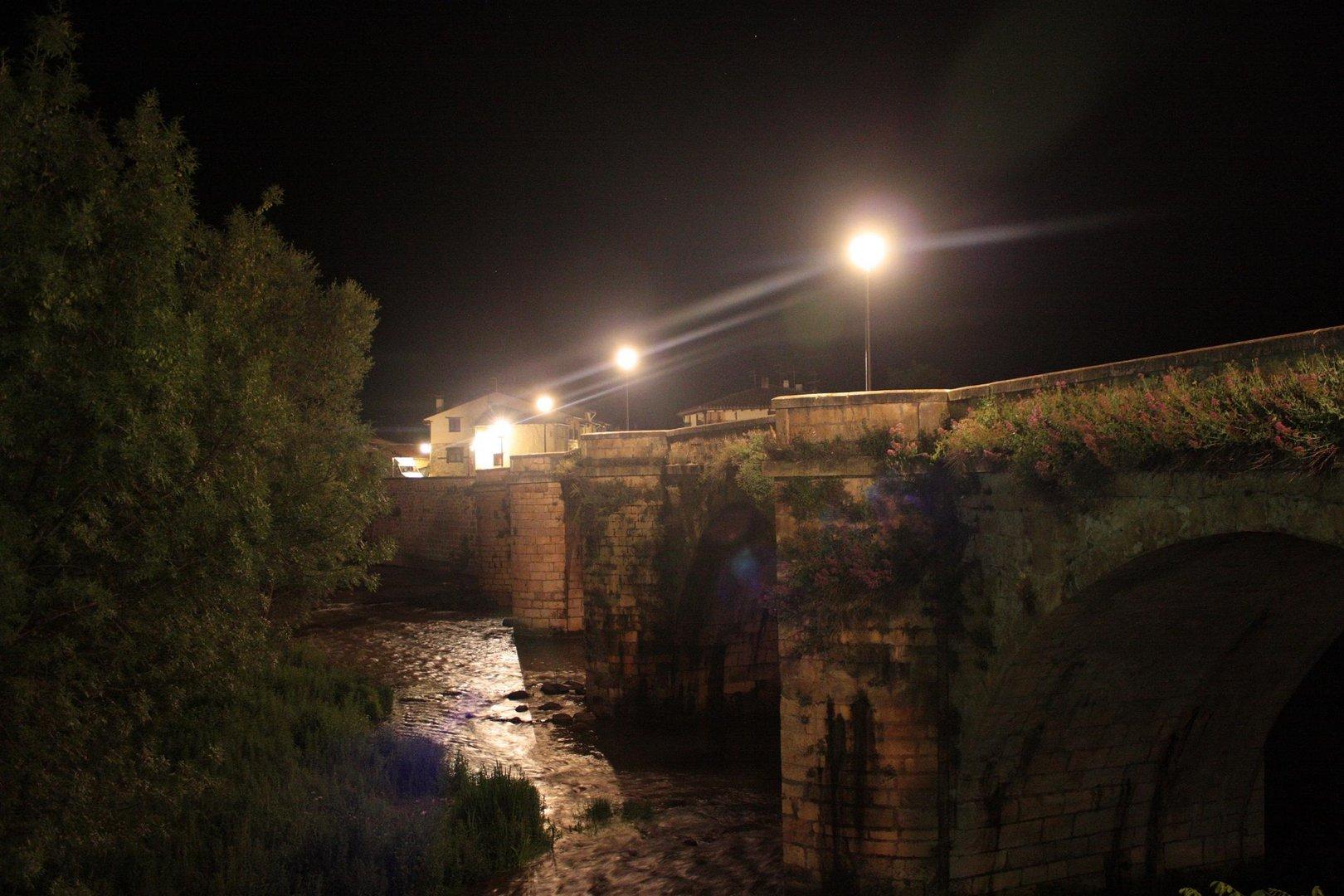 Puente en la noche