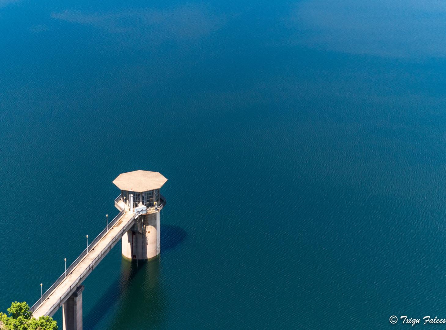 Puente en la presa
