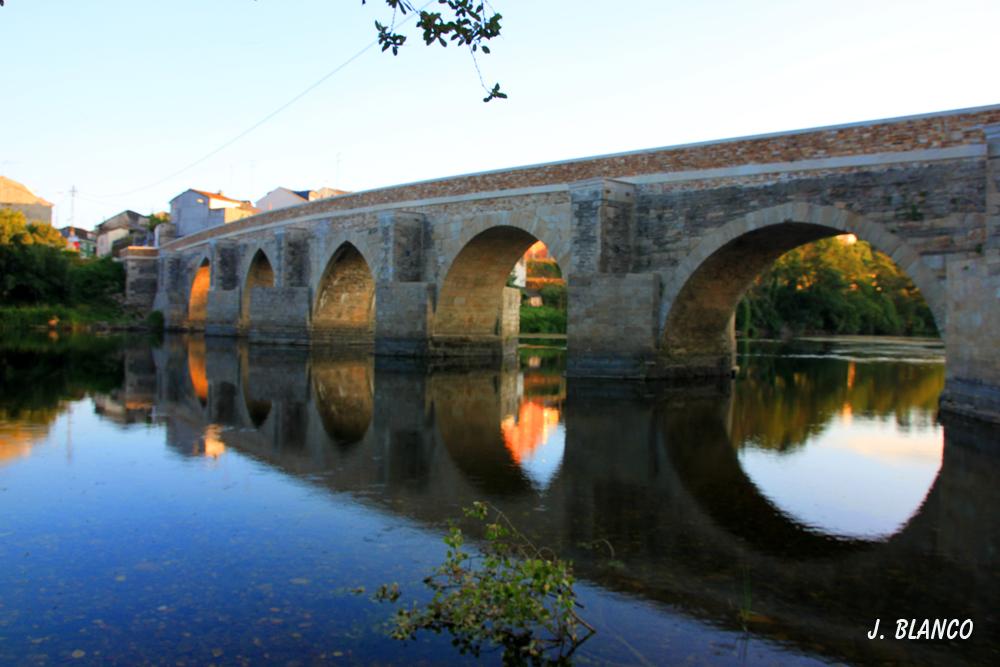 Puente Romano sobre el Rio Miño a su paso por LUGO