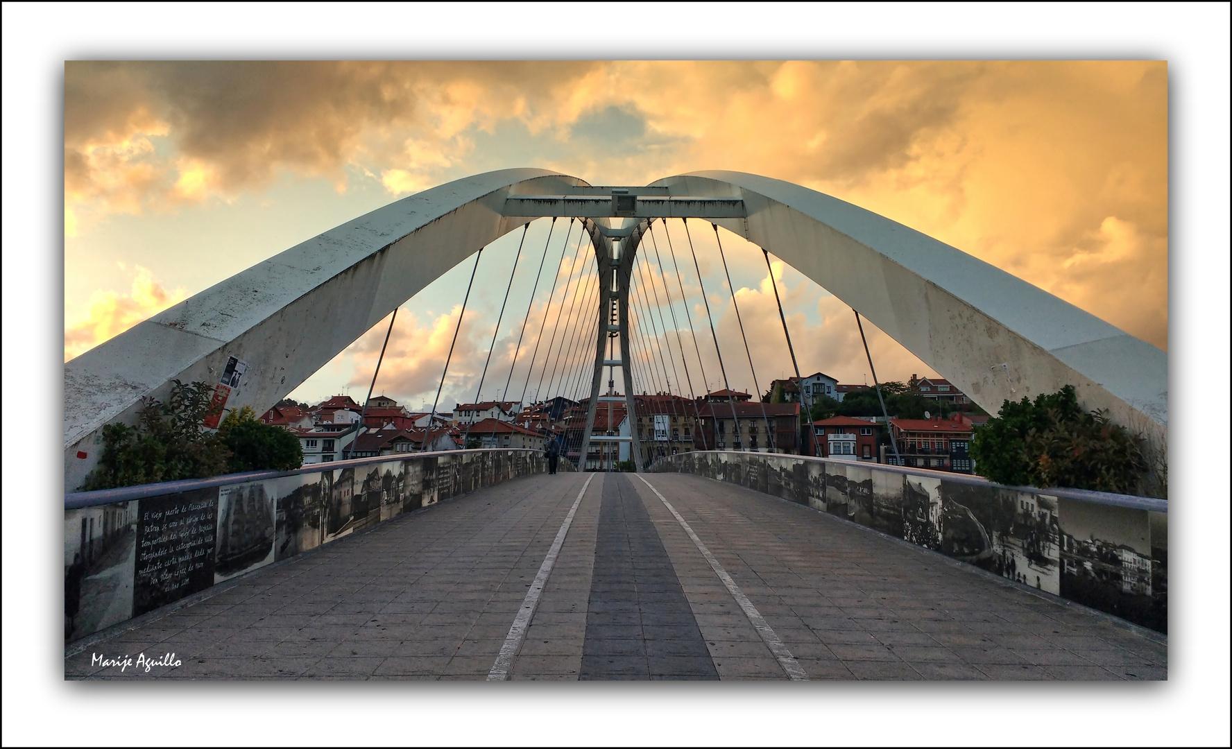 Puente y puesta de sol