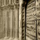 Puerta de la iglesia de Castroverde. Iglesia románica monumento nacional. Año-1,964