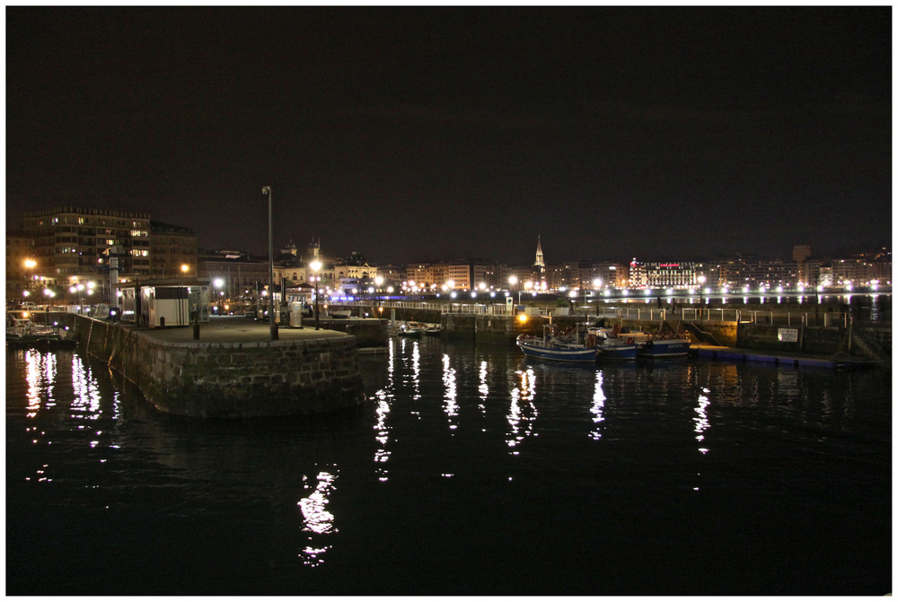 Puerto y Concha de San Sbastian de noche