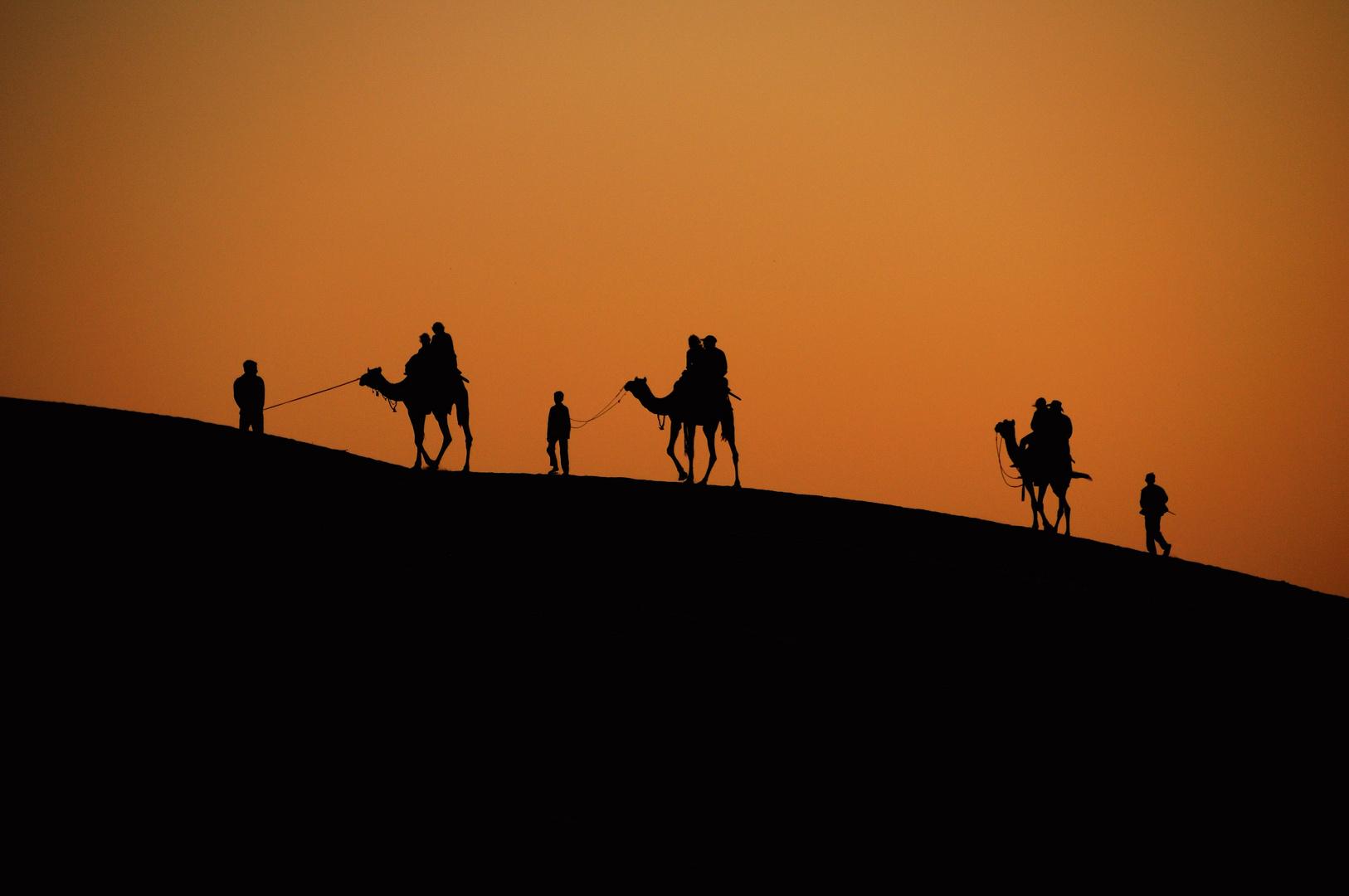 Puesta de sol en el desierto de thar