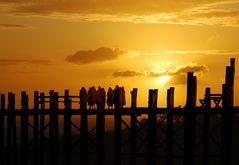 Puesta de sol en Mandalay Birmania.
