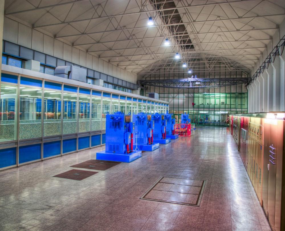 pumpenhalle bei nacht im wasserwerk haltern foto & bild | industrie